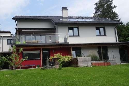 """""""Zweifamilienhaus mit Pool in Ruhe Lage!"""""""