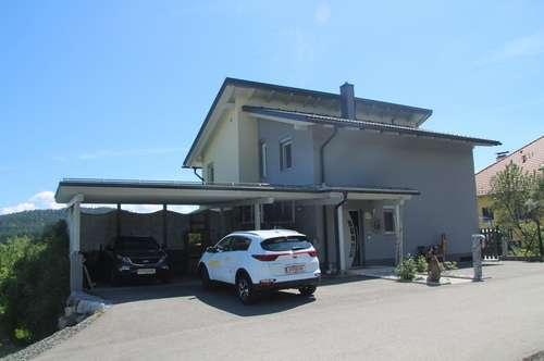 Neuwertiges Einfamilienhaus in Moosburg mit Solar- und Photovoltaikanlage