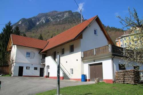 Saniertes Wohnhaus (mit ausbaufähigem Dachgeschoss) in Ferlach mit großzügiger Grundstücksfläche (2156 m²) und Eisstockbahn