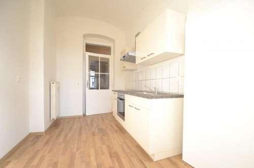 PROVISIONSFREI für den Mieter - 61 m² - Tolle Altbauwohnung nähe Zentrum - 2 Zimmer - Balkon in den Innenhof