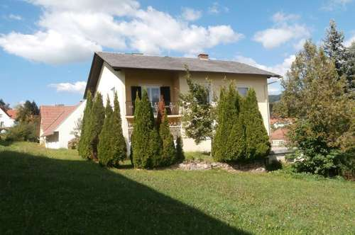 Wohnhaus mit Nebengebäude in Ortslage!