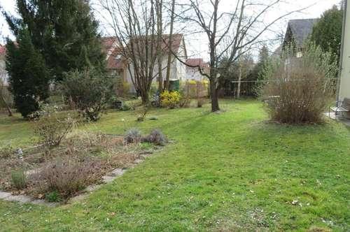 NEU renovierte Wohnung mit Gartenanteil