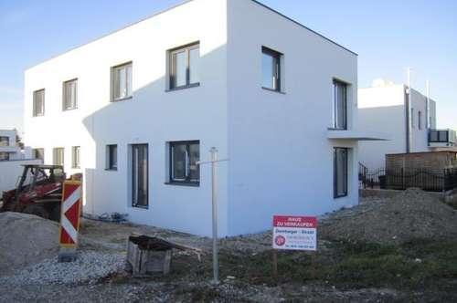 Sollenau: Belagsfertige Doppelhaushälfte in zentraler, schöner Lage