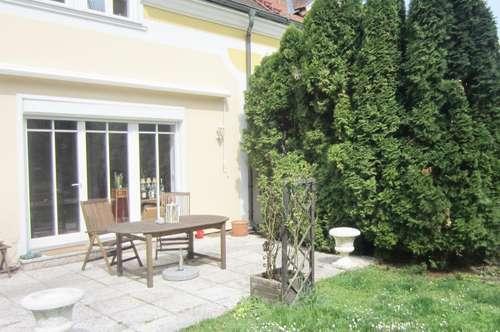 Doppelhaushälfte-Villa im Bezirk Baden in sehr schöner Grün-Ruhelage!