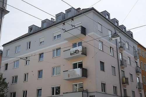 STUDENTEN / SINGLES AUFGEPASST!  2-Raum Mietwohnung mit Balkon in zentraler Lage