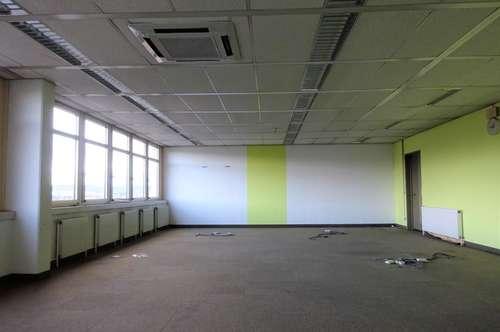 Sehr großzügige, zentrale Bürofläche mit schöner Aussicht über Graz