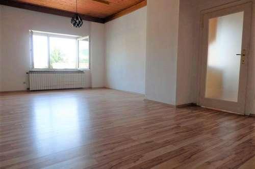 Sanierungsbedürftige, helle 3-Zimmer-Altbauwohnung in absoluter Bestlage im Zentrum von Weiz