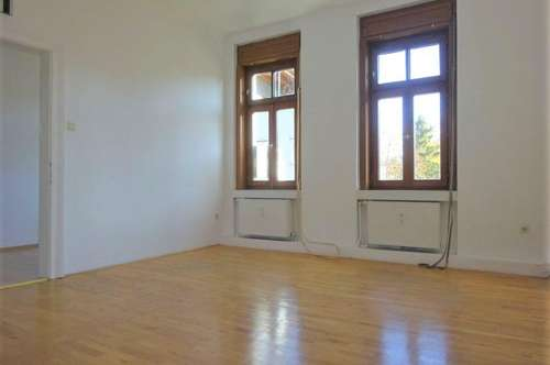 4-Zimmer-Altbauwohnung mit Balkon in absoluter Bestlage - WG-geeignet