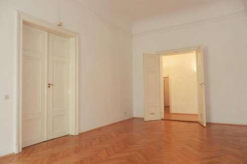 Exklusive, hochwertige 2-Zimmer-Altbauwohnung in bester Grazer Innenstadtlage, am Fuße des Schlossbergs