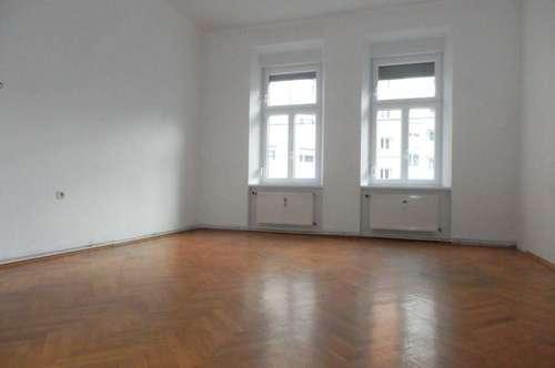 Schöne 2-Zimmer-Altbauwohnung mit innenhofseitigem Balkon in zentraler Lage
