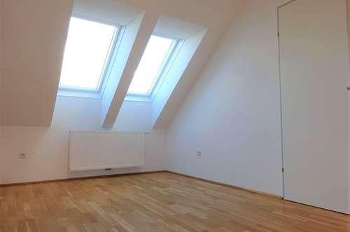 Sehr charmante 3-Zimmer-Wohnung im hochwertig sanierten Altbaujuwel