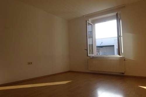 Perfekt aufgeteilte, helle 2-Zimmer-Wohnung mit Küche und großzügiger Sitzgelegenheit