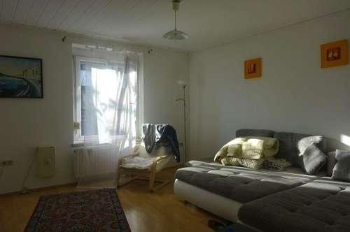Sehr gepflegte und gut aufgeteilte 2-Zimmer-Wohnung mit Küche und großzügiger Sitzgelegenheit