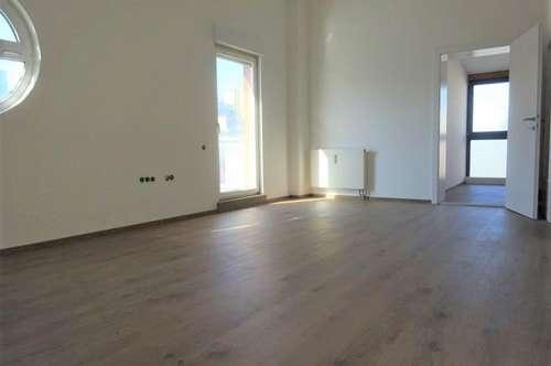 Erstbezug nach Sanierung - Schöne 2,5-Zimmer-Wohnung mit Dachterrasse und KFZ-Abstellplatz