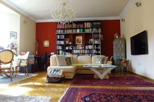 PROVISIONSFREI - Wunderschöne und sehr gepflegte 2-Zimmer-Altbauwohnung mit innenhofseitigem Balkon in zentraler Lage