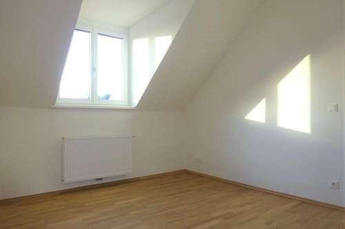 Kernsanierte 3-Zimmer-Wohnung in einem zentral gelegenen Stilaltbauzinshaus, in fußläufiger Nähe zur Innenstadt
