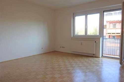 Sehr helle, gemütliche Wohnung mit innenhofseitigem Balkon in zentraler Lage und Uni Nähe