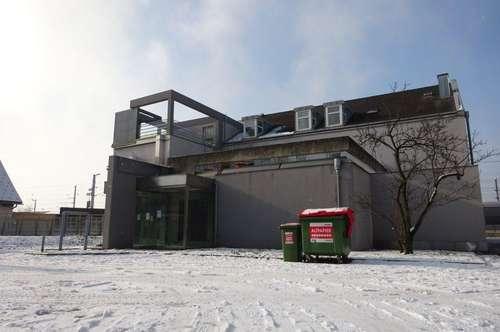 Bestandsfreies Bürogebäude mit vielerlei Nutzungsmöglichkeit mit zwei großen Dachterrassen
