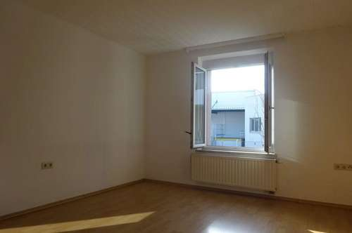 Gepflegte und helle 2-Zimmer-Wohnung mit Küche und großzügiger Sitzgelegenheit in Grünruhelage