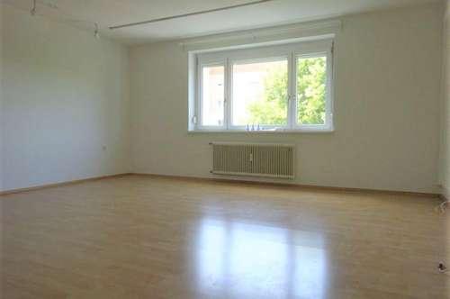 Perfekt aufgeteilte, helle 4-Zimmer-Wohnung mit verglaster Loggia in ruhiger Lage, Nähe LKH