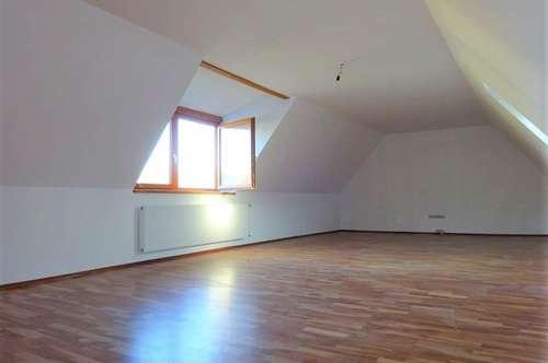 Großzügige, ruhige 2-Zimmer-Dachgeschosswohnung in zentraler Lage in Gleisdorf - PROVISIONSFREI