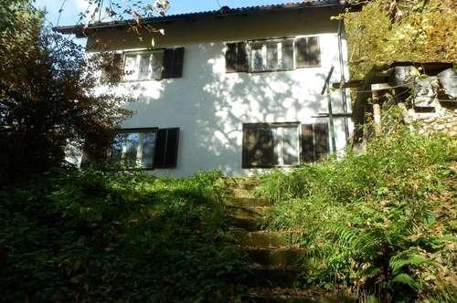 3.378 m² großes, sonniges Grundstück mit sanierungsbedürftigem Einfamilienhaus