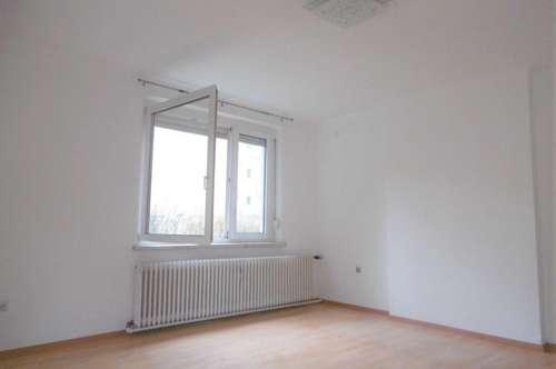 Helle 2-Zimmer-Wohnung mit Küche und Balkon in Grünruhelage