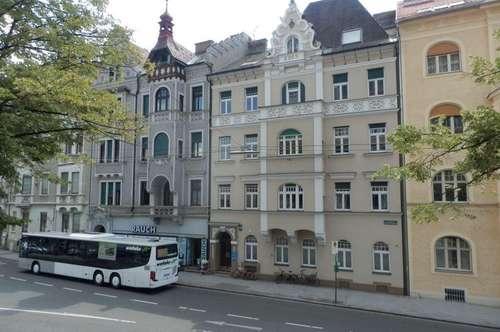 In absoluter Bestlage - Dreigeschossiges Wohnungseigentumsobjekt/Büro mit großzügigen Freiflächen und viel Potenzial