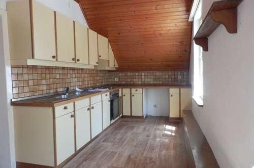 Sanierungsbedürftige, lichtdurchflutete 3-Zimmer-Altbauwohnung in Bestlage