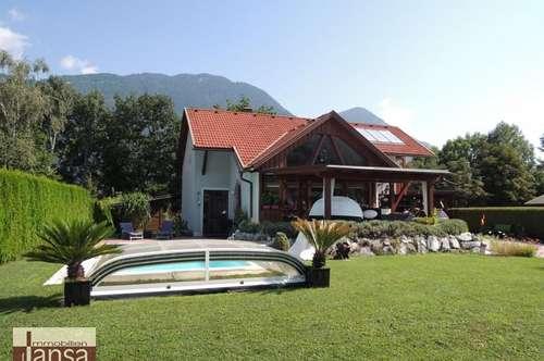 Innovatives Einfamilienhaus mit Pool und Sauna in absoluter Ruhelage