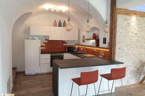 Exklusive Haushälfte mit außergewöhnlicher Innenarchitektur und Garten