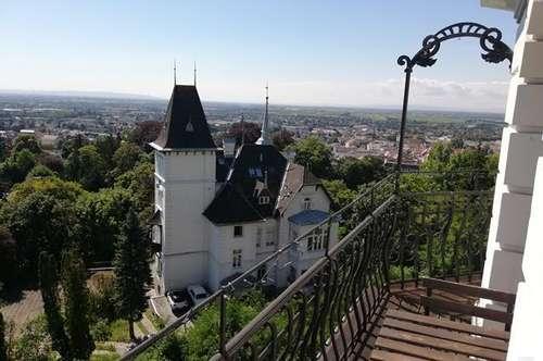 Traumhafte DG-Turm-wohnung in stilvoller Villa mit Panoramablick über Baden mit Terrasse