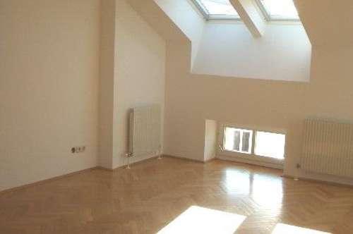 Gleich bei Votivkirche/ Lycèe: Unbefristete Dachgeschoßmaisonette mit drei Zimmern - Miete 1090 Wien