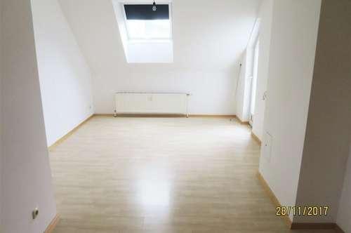 Dachgeschosswohnung mit Terrasse zu vermieten! Kaufoption!
