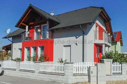 Neuwertiges Haus mit schönem Garten