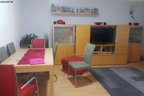 gut aufgeteilte und schöne Wohnung mit Loggia- U1 vor der Tür, zentrale Lage- Informationen auch auf Russisch