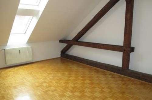 Provisionsfrei! Sonnige Wohnung Nähe Schillerplatz