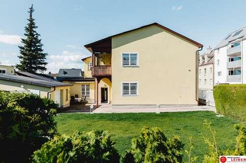 Schwechat: stilvolle Zwei - Familienvilla direkt am Kellerberg!