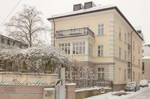 Jahrhundertwendeetage mit hohen Räumen in der Altstadt von Salzburg