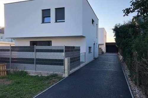 Neubauflachdachhaus  mit Doppelgarage  - Bahnhofsnähe    4 Schlafzimmer  NEUER PREIS