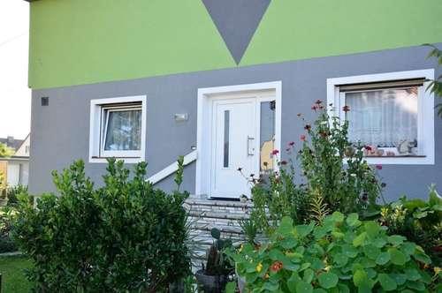 Grosses Zweifamilienhaus mit fixen Einnahmen (5600€/Jahr) und Tiefgarage für 5 Fahrzeuge