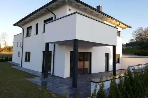 Haus mit Aussicht, Baujahr 2018   ruhige Lage, perfekte Infrastruktur  SOFORT  BEZIEHBÁR