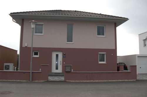 Neuwertiges ELK Haus  in einer neuen Siedlung    binnnen  6 Wochen verfügbar !!!!  NEUER PREIS PROVISIONSFREI !!!!!!