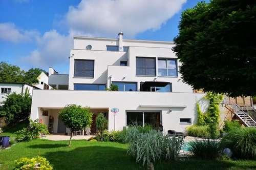 NEUREAL - Moderne südseitige Architektenvilla. Drei Ebenen mit Pool in Ruhelage und Fernblick.