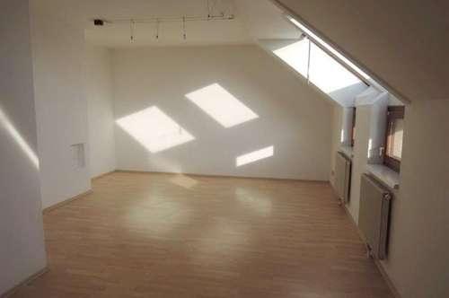TOP Dachgeschosswohnung in Haindorf!