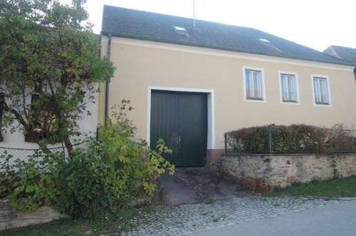 Bauernhaus mit Innenhof und Nebengebäuden!
