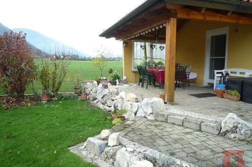 WOHNEN mit LEBENSQUALITÄT - Sonnige, ruhige Wohnung mit Garten