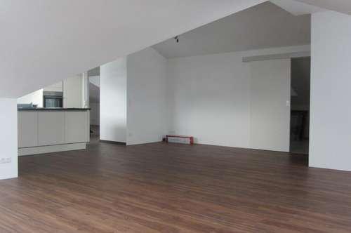 Helle Wohnung ca. 100 m2 + Erstbezug + 2 Balkone in Eugendorf!