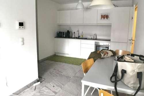 Neuwertige, moderne 2 Zimmer Wohnung (WG tauglich)