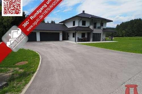 Modernes Einfamilienhaus mit großer Garage und eigenem Bachlauf